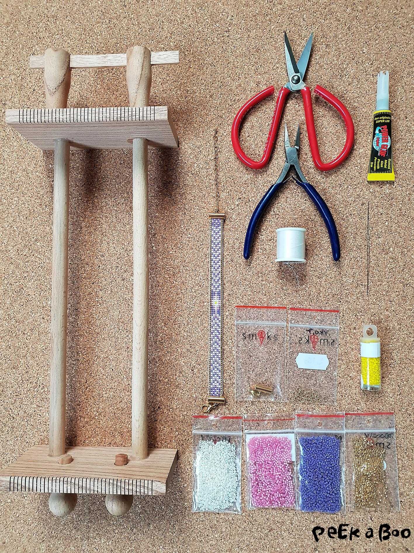 Materials you'll need for this project. You can get the starter kit at smyks.dk and then you only need a pair of scissors and a small pliers.