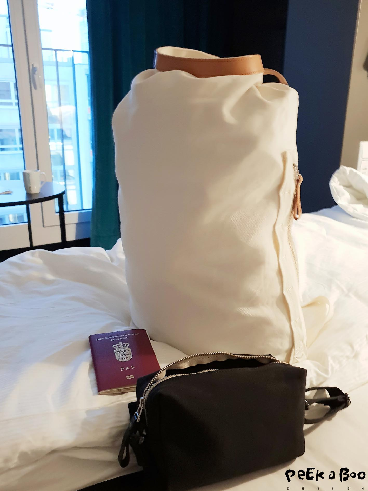 I started my 10 days of vacaction with 2 days at the interior fair ambiente in Frankfurt, so I had to pack for 10 days both business and pleasure in this roll pack from Qwstion.