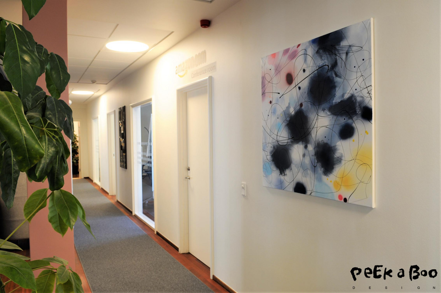 The art on the wall facing the meetingrooms. Here you see one of Lerfeldt Bjerkers paintings.