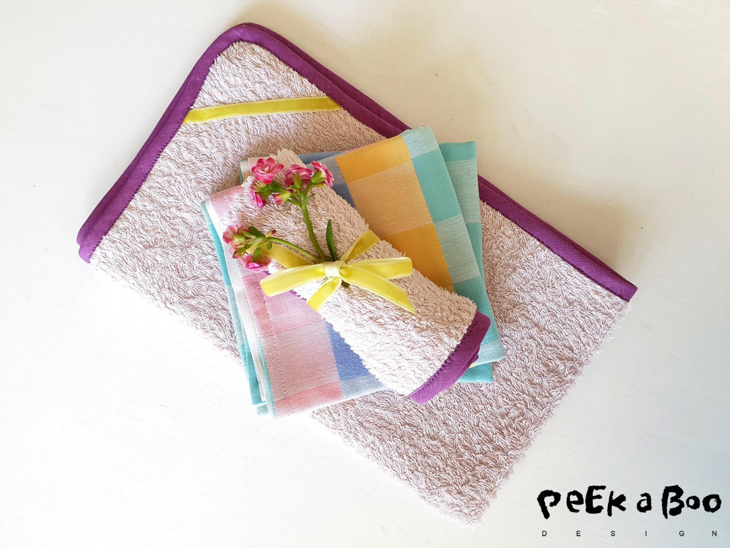 Dish cloth and guest towel made of old towels. Use them as a sustainable hostess gift.