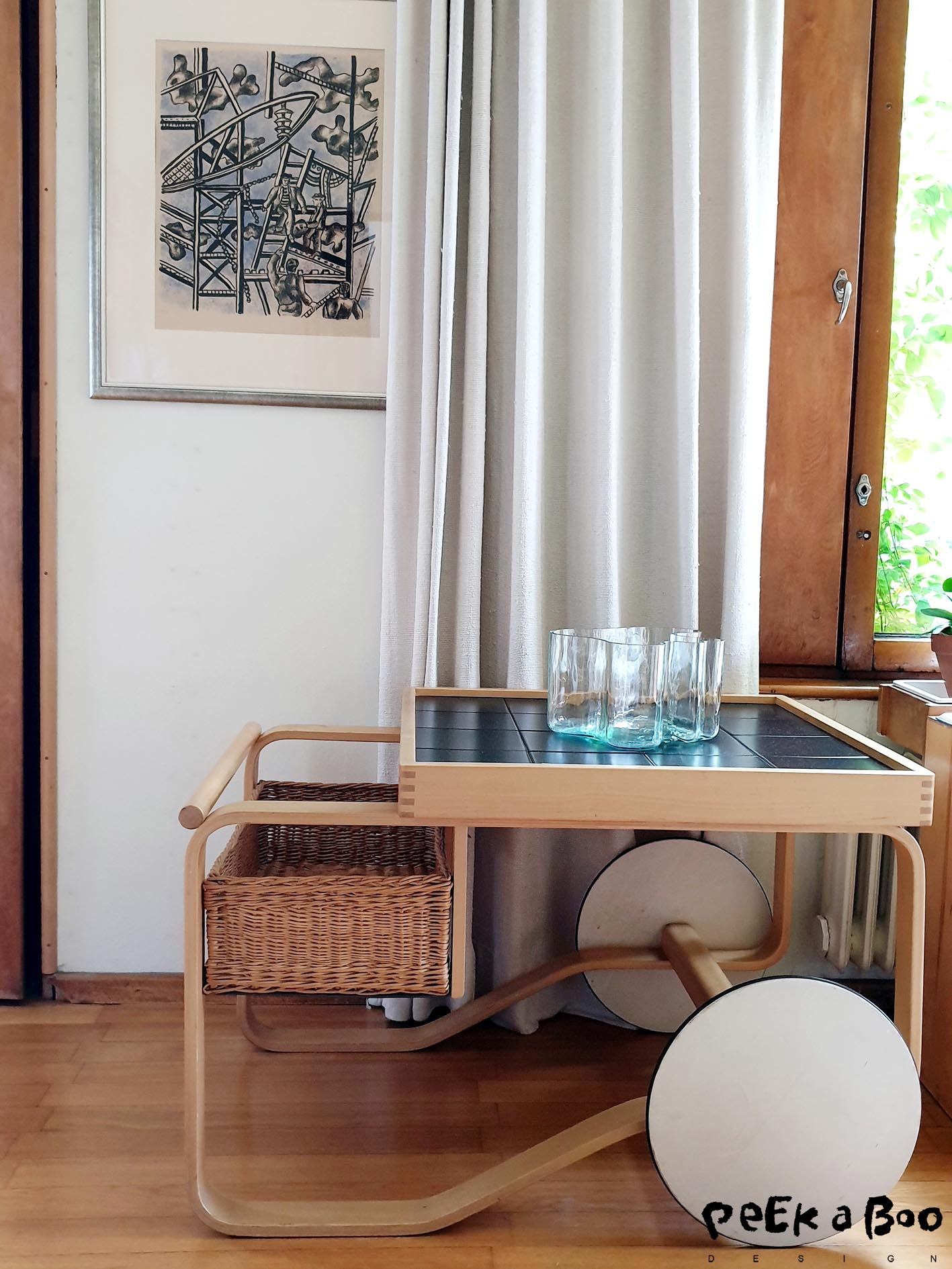 This trolley is my absolutly favorite of Alvar Aalto's designs. I love that his has used at braided basket as drawer to his very simple design.