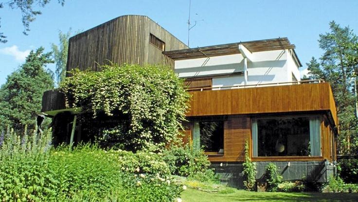 the Alvar Aalto house seen from the garden.