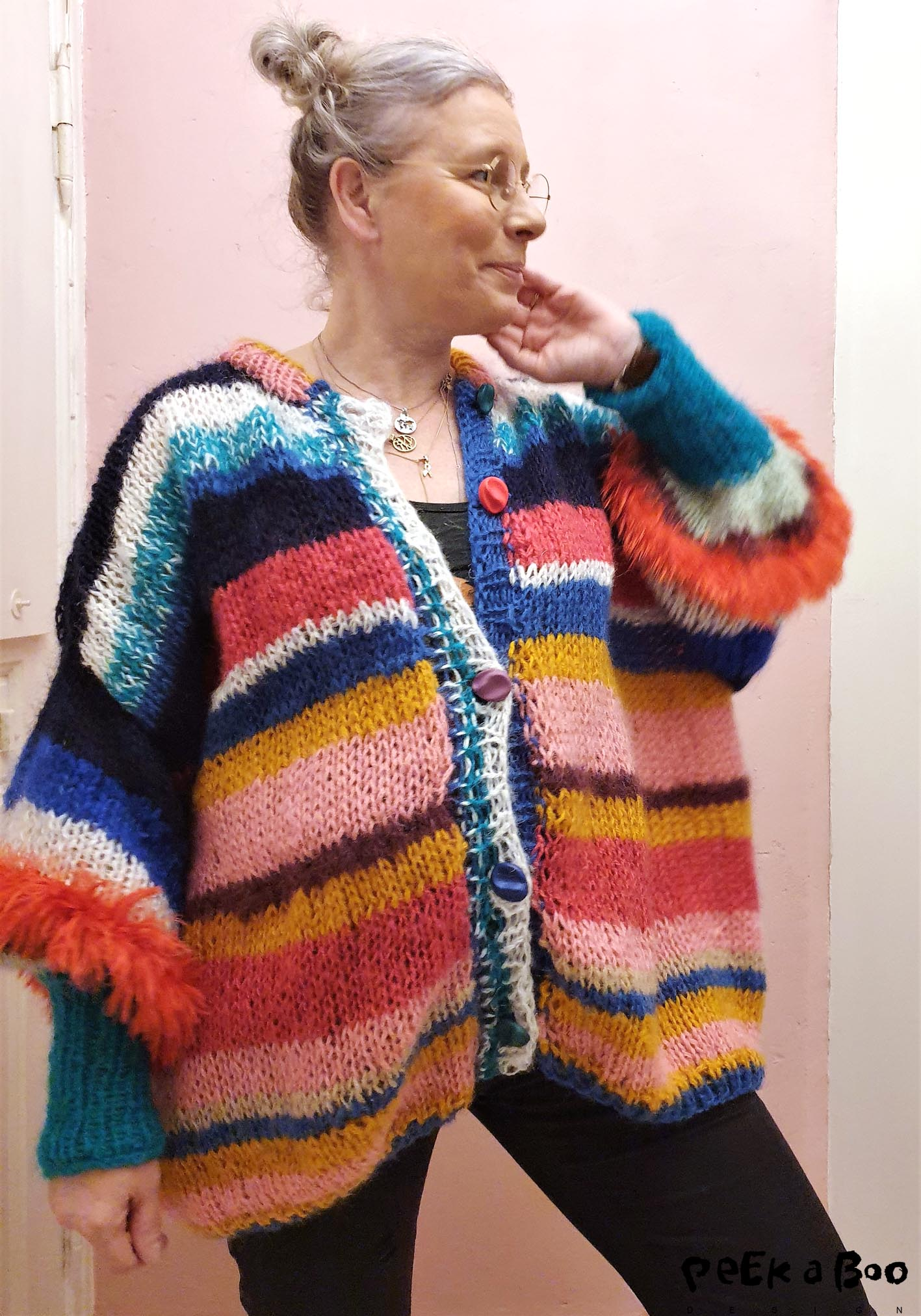 The over-size cardigan made of leftover yarns and with secondhand buttons from the 80'ies.