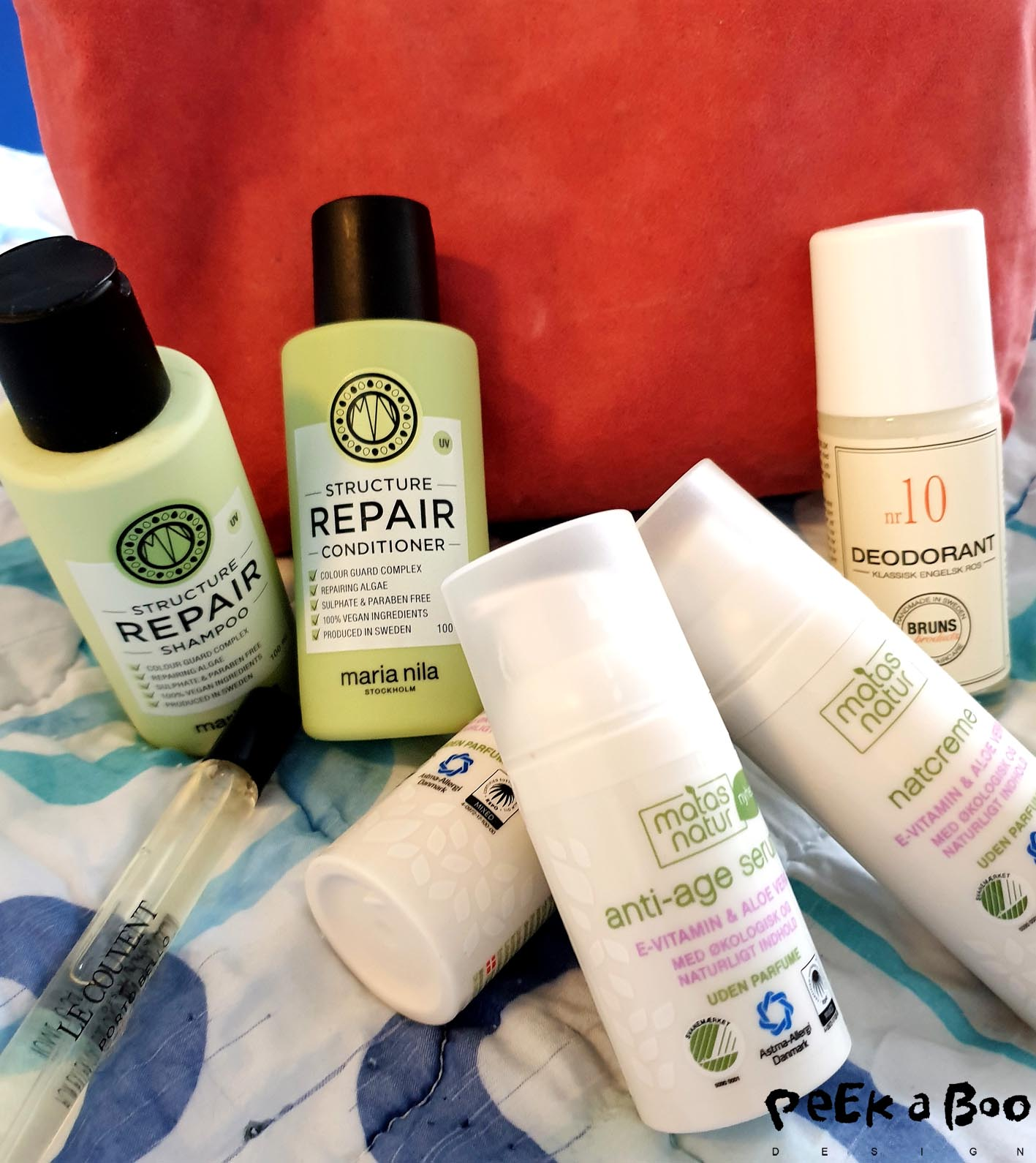 When I pack my toiletbag it comes with travelsize shampoo and conditioner from Maria Nila, 24 hour cream, nightcream and serum from Matas Natur and a deo roll on from Bruns Produkter. And I also brought a lovely perfume from le couventdes minimes.