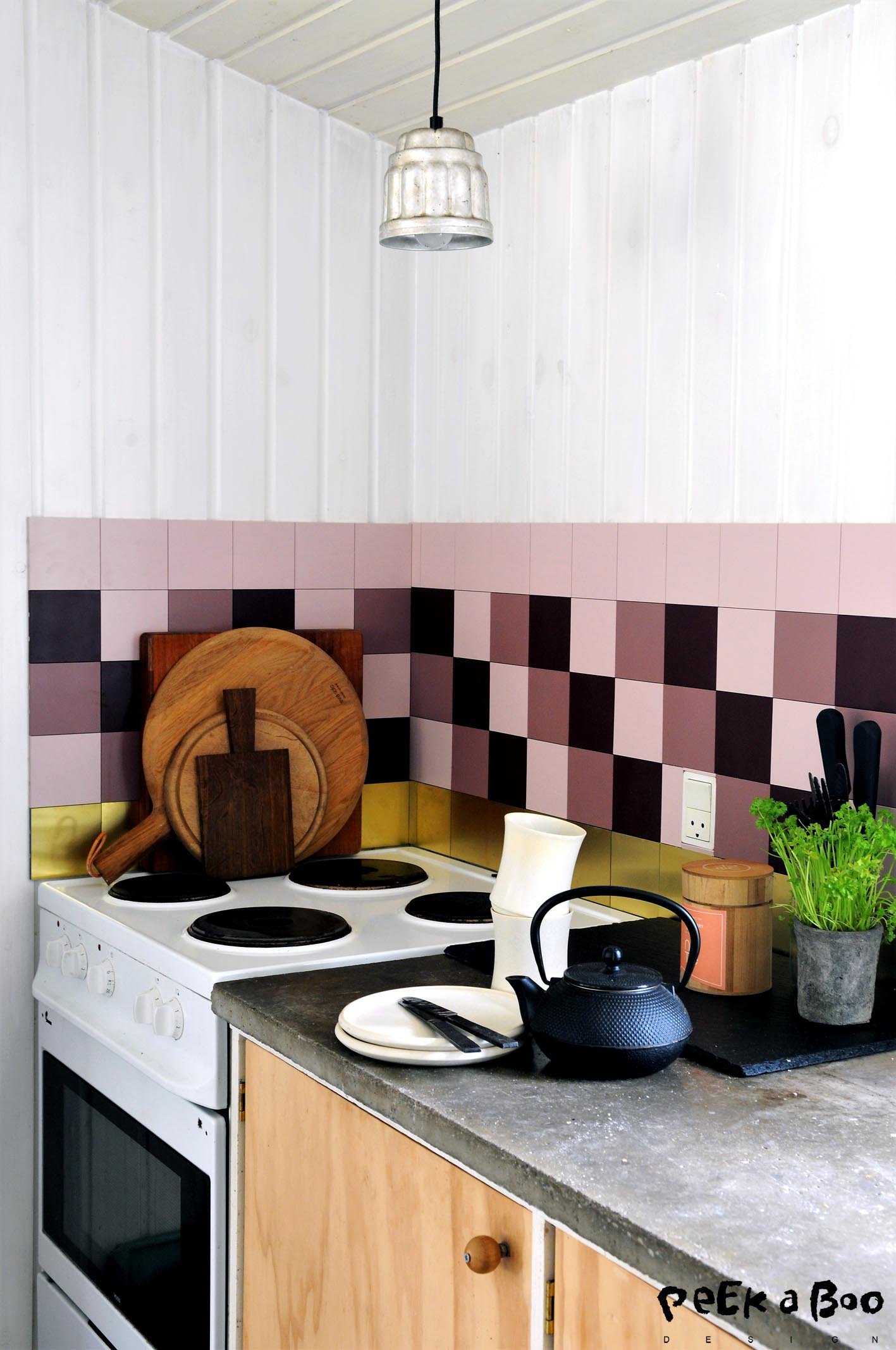 Girly kitchen version in rose hues.