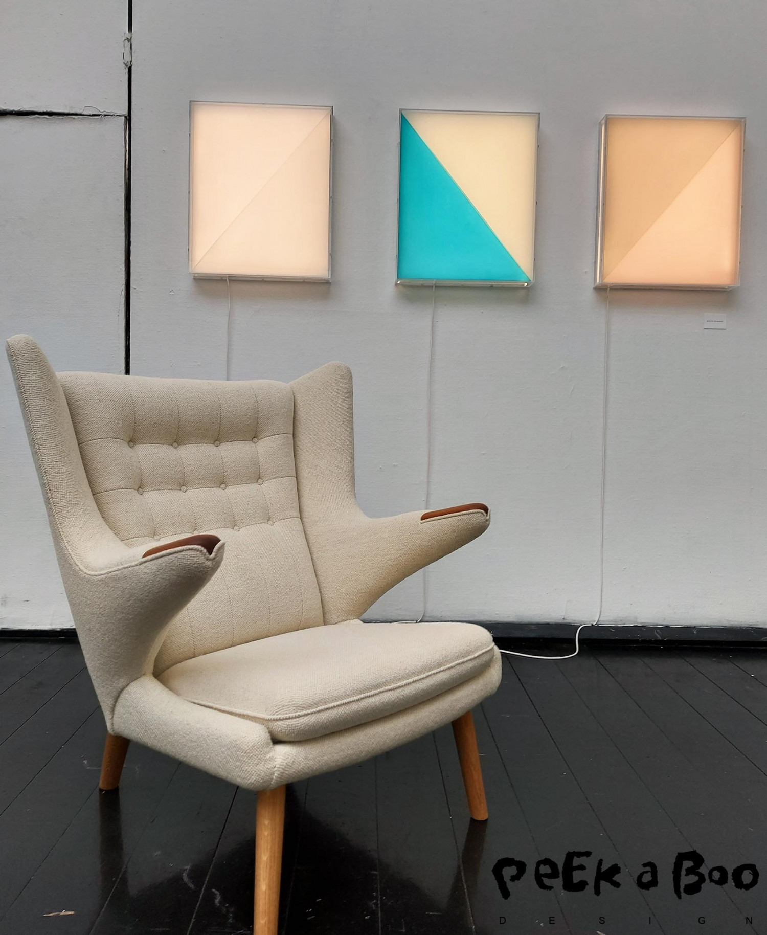 These lightboxes on the wall by Birgitte Due Madsen was a new way of intigrating light to a room. Combined with a classic chair by PP møbler.