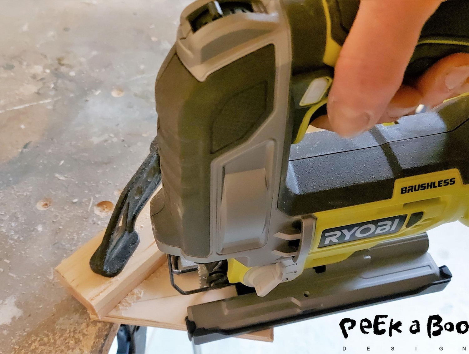 The saw can easily saw through 3 layers of this thin plywood.