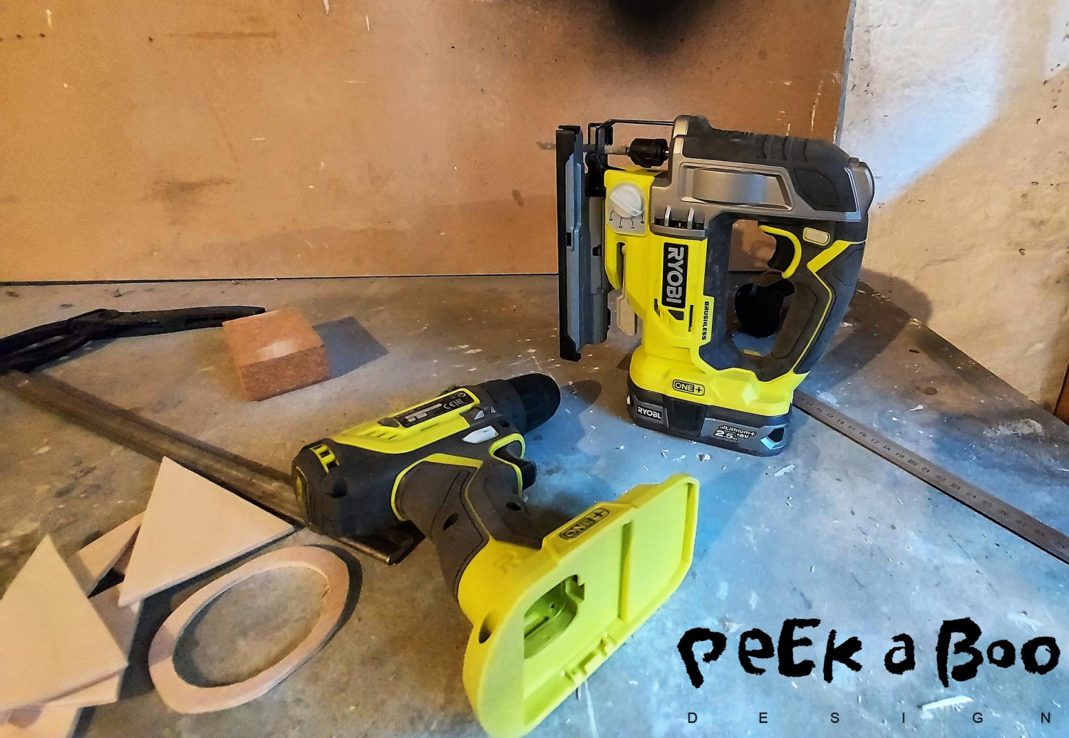 Here I have both the drilling machine and the saw and both use the same battery, so I can easily change from one machine to another.