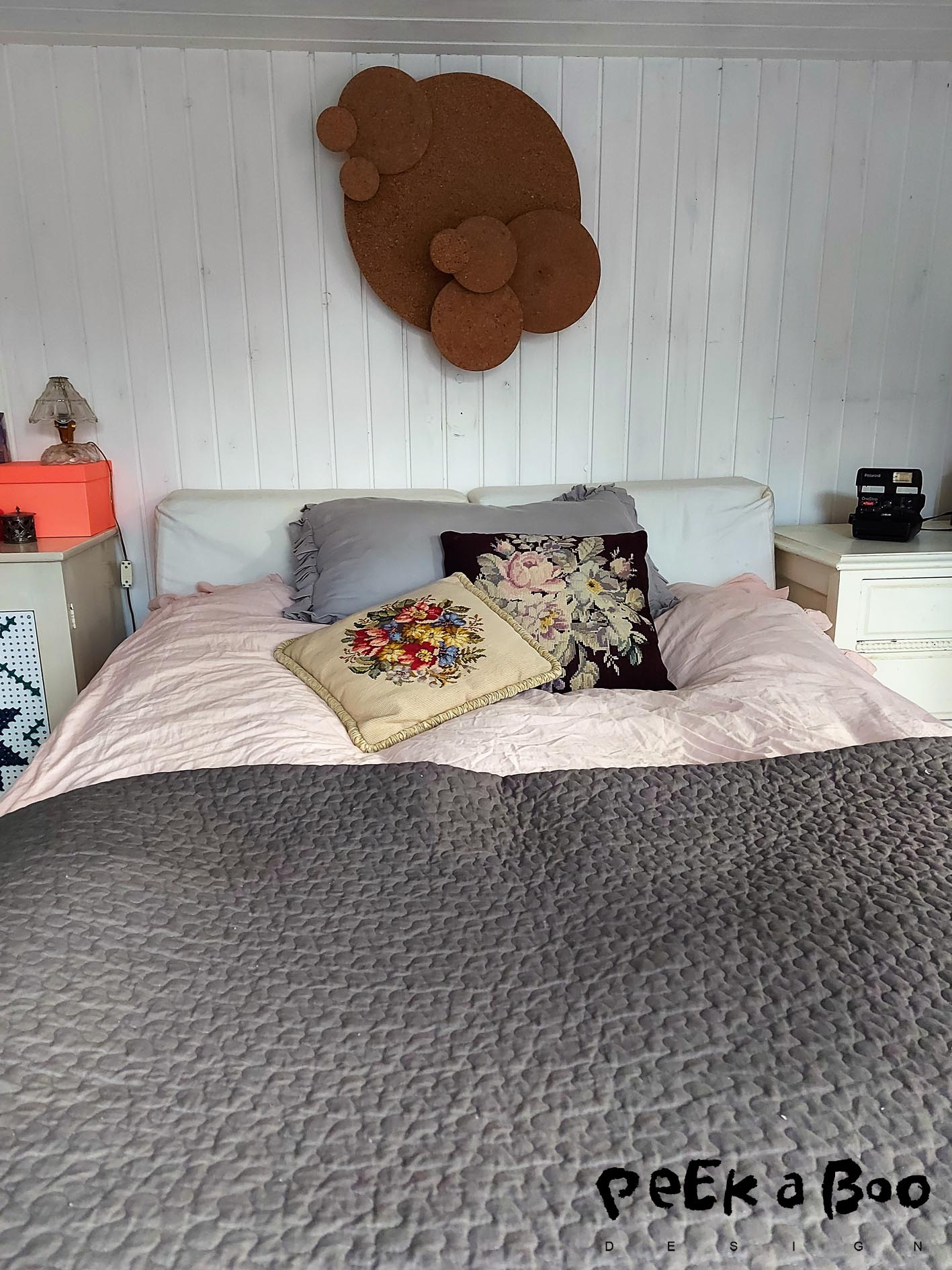 Our bedroom in the summerhouse is tiny but cosy and with the heat blanket under the duvet it is always nice to hop into a warm bed.