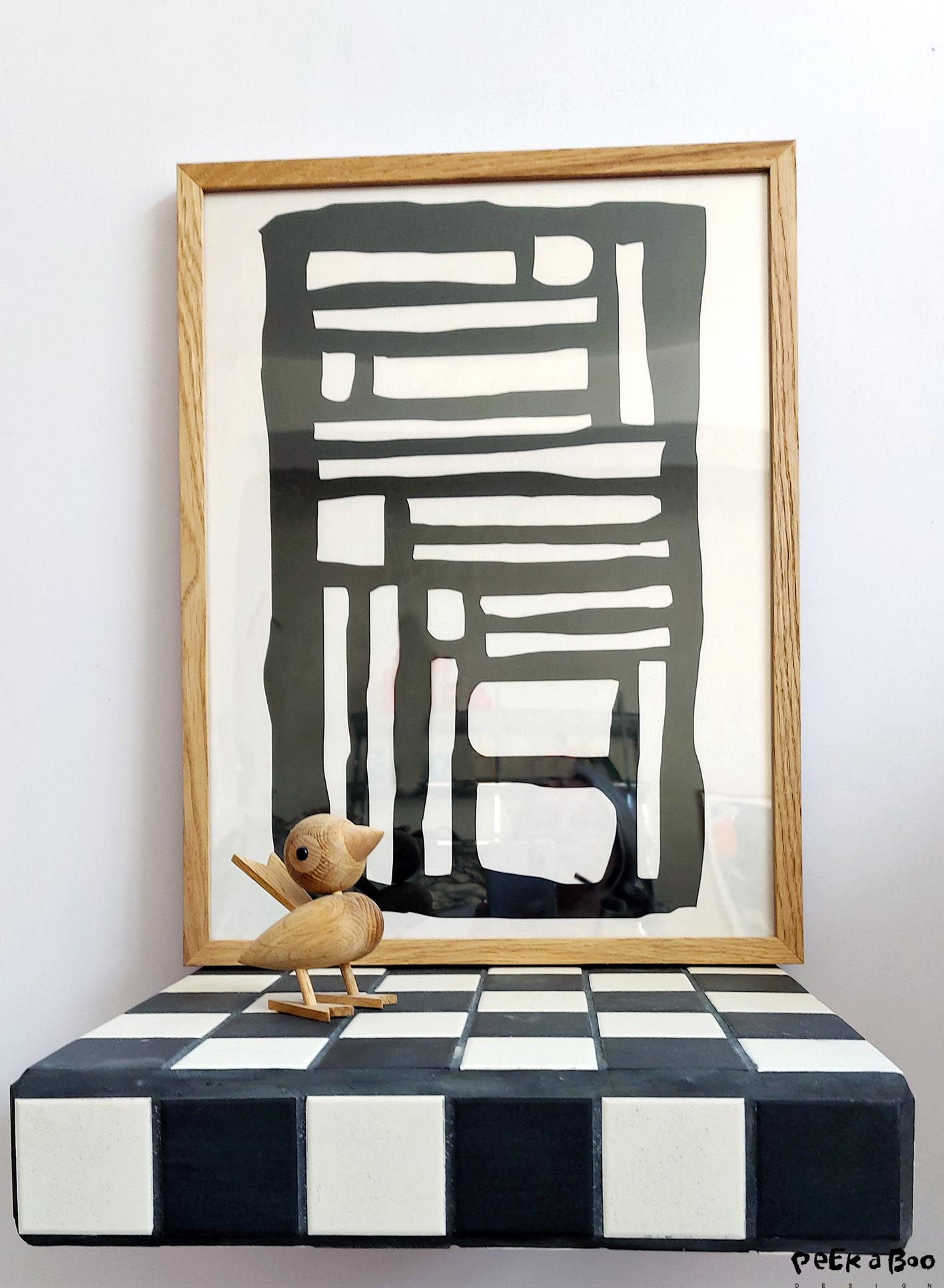 This smaller graphic piece is a perfect match to this shelf covered with black and white tiles. One of my DIY project that soon will be found in the danish creative magazine Sally's.