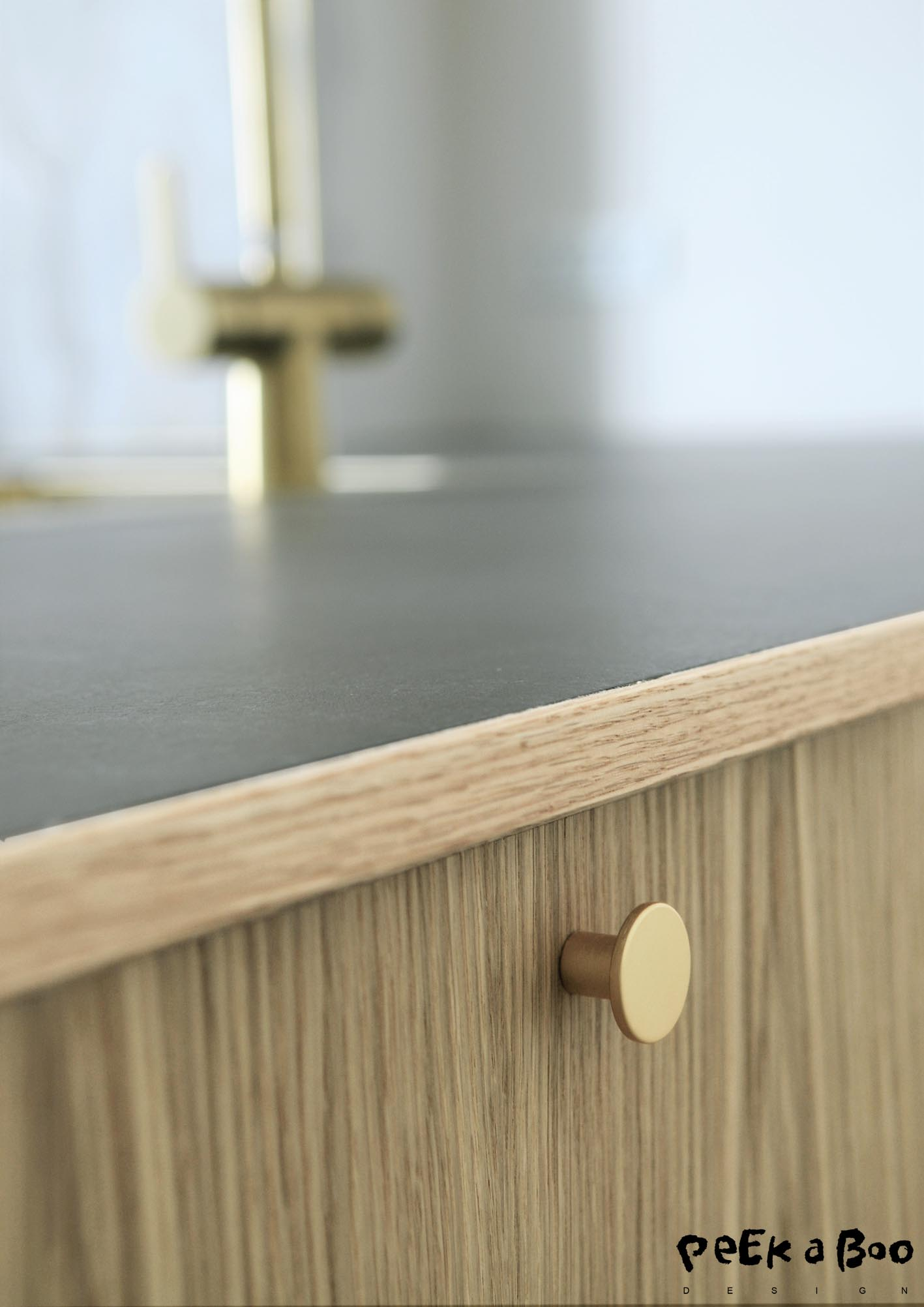 The como grib for our new kitchen cabinets. they are in brushed brass and from Beslag online.