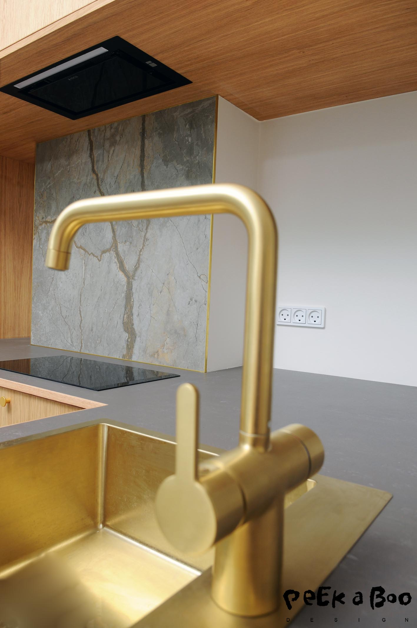 All the brass details, the zink, the tap and the handles and even the edge on the ceramic backsplash from Mosaikhjørnet.