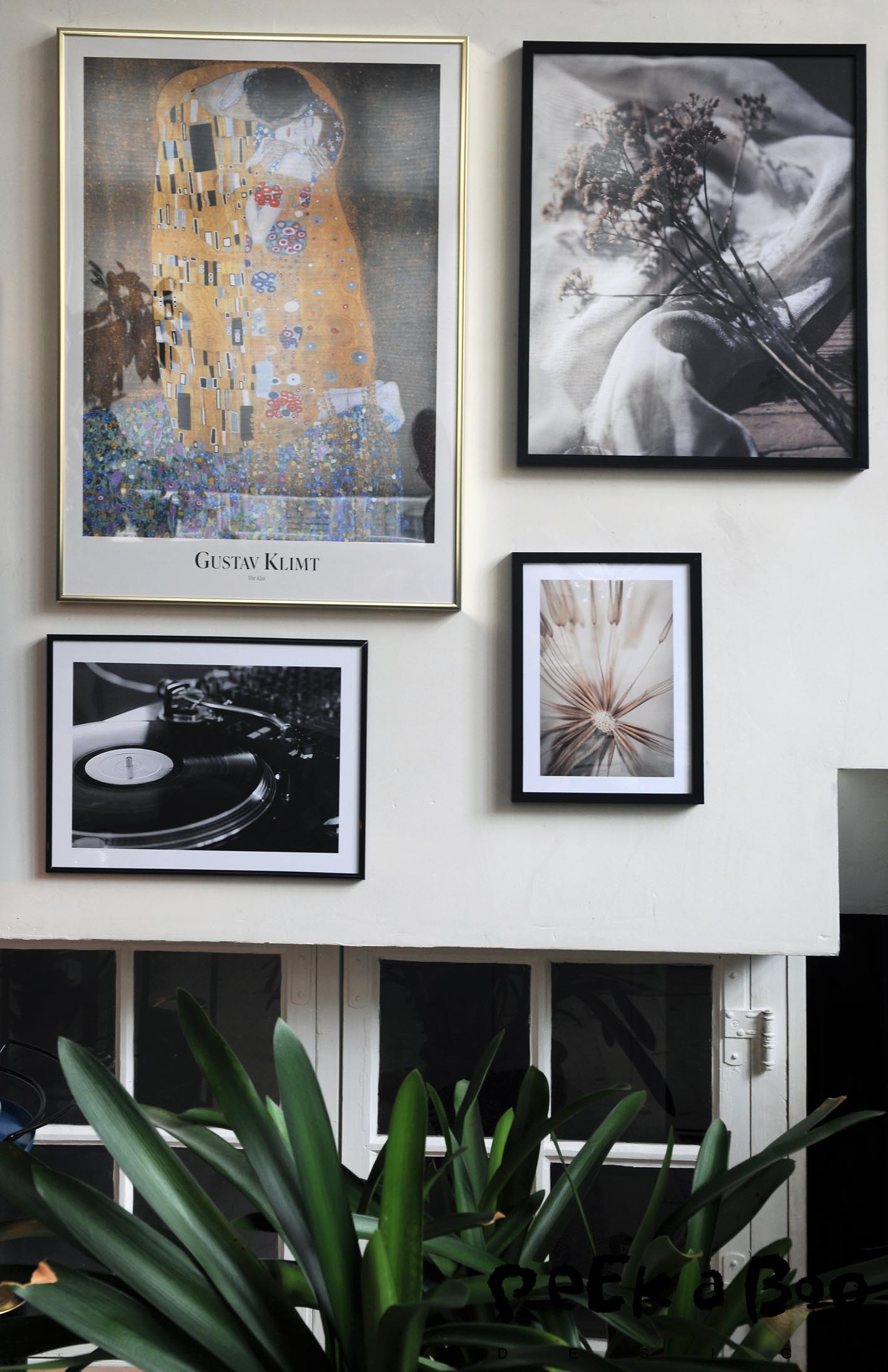 Desenio has a giant selection of posters and frames. Go and get inspired to your living room wall.