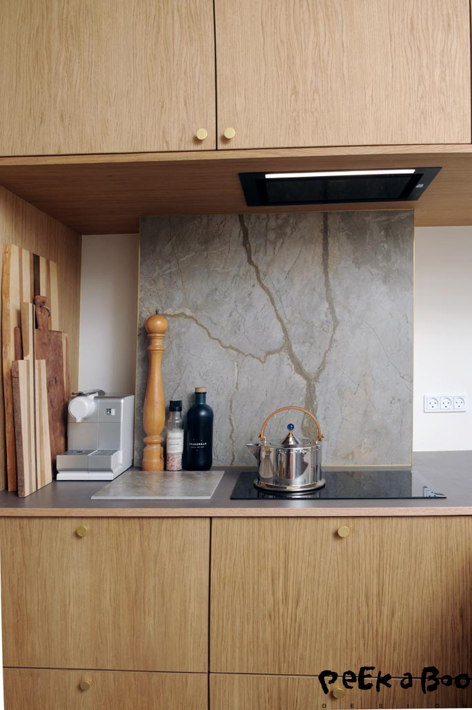 The new kitchen with the cooker hood Elica hidden 2.0 from Nyvo.dk. The backsplash is a glazed porcelain tile, called Gaya from Mosaikhjornet.dk