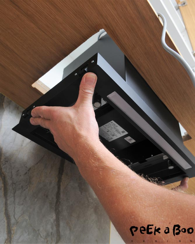 Now your hood is ready to be clicked up in the hole. The small clamps need to click and get stuck in the cabinet.