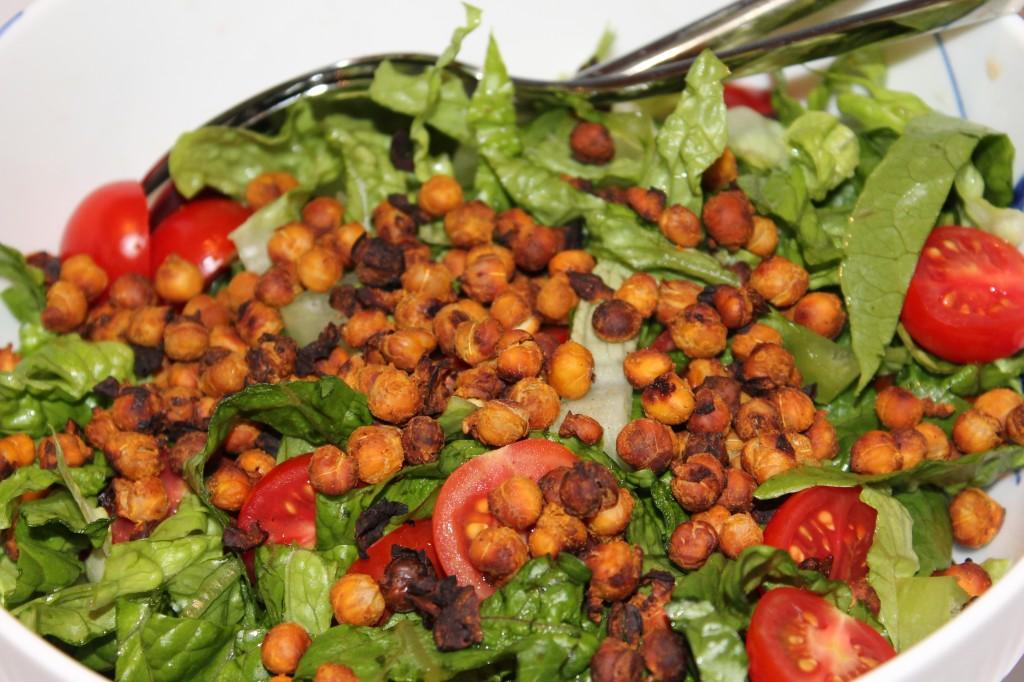 Salat med ristede kikærter