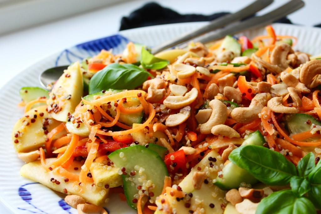 Quinoa salat med cashewnødder