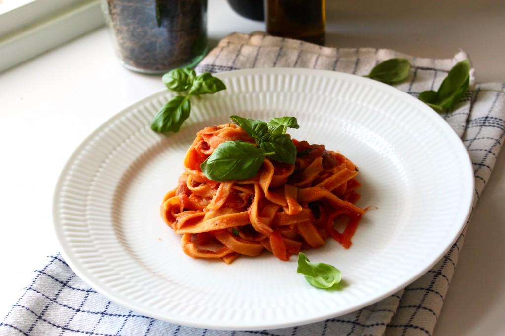 Sund pastaret med tomat