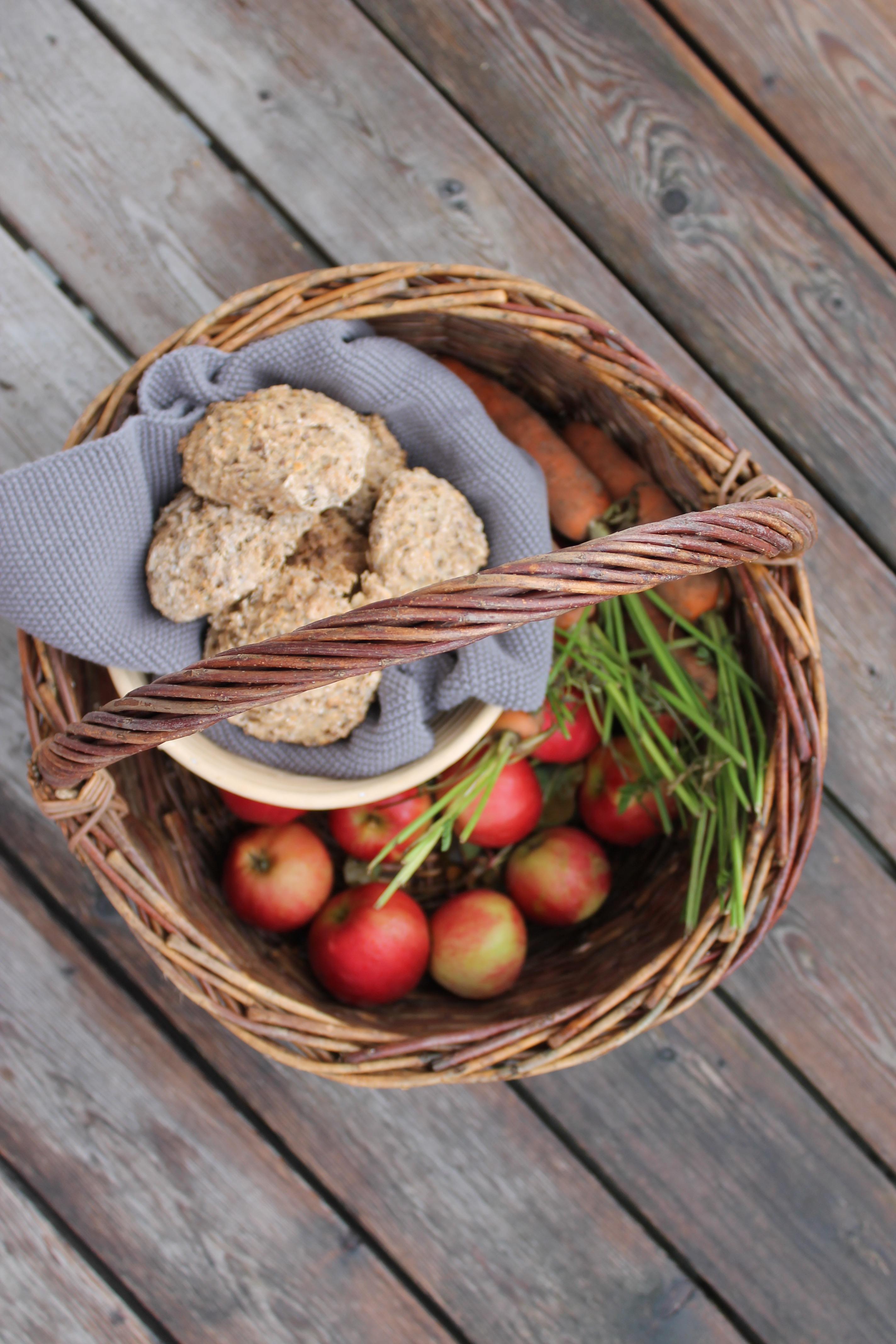 Grove koldhævede boller med æble og kanel
