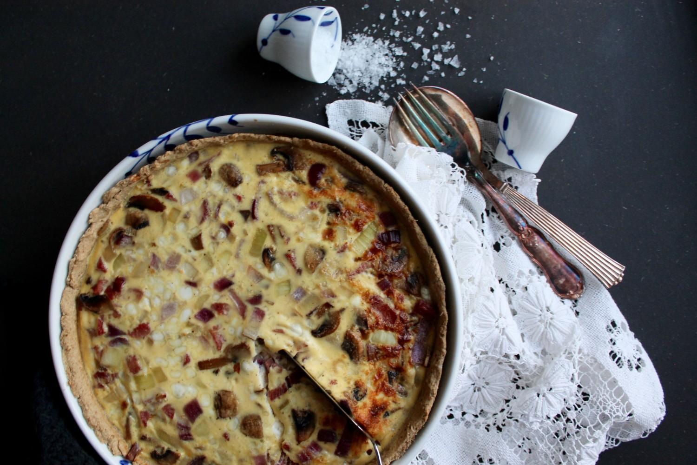 løg-bacon-champignon tærte