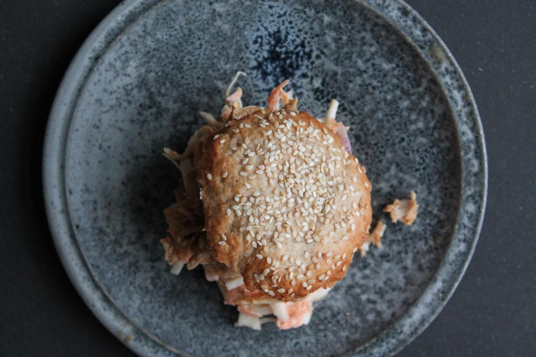 hjemmelavet burger med pulled chicken