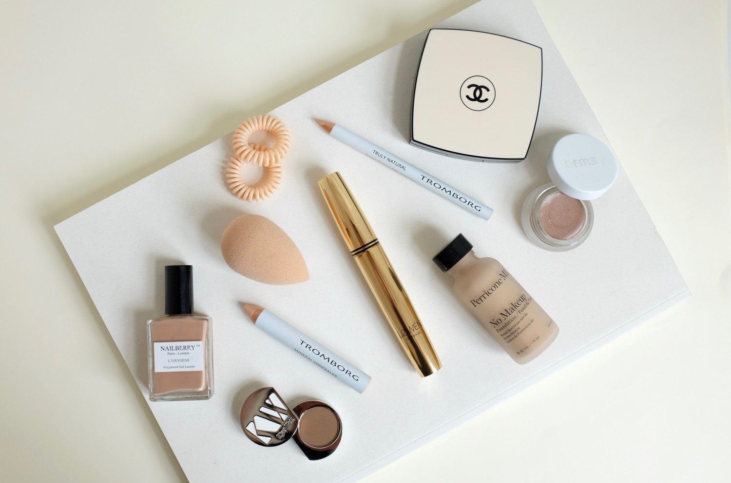 Get that naturally flawless no-makeup look with a few key products that will make your skin look amazing