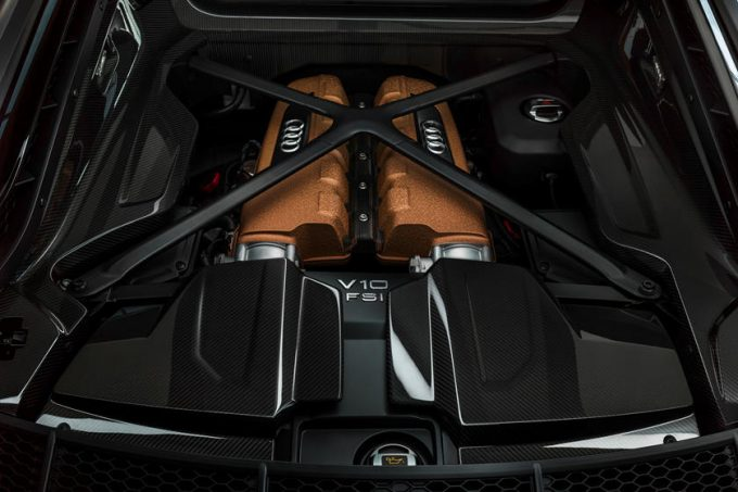 Audi R8 V10 Decennium Matsort og kobberfarvet