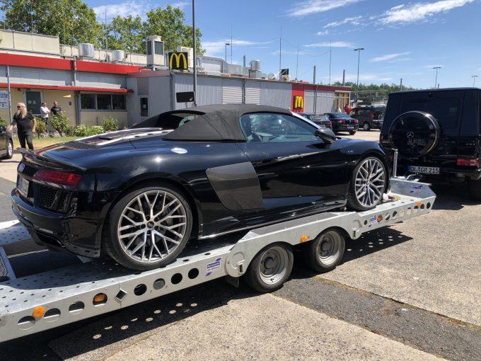 Sommerferie spot 2019 - Audi R8 Spyder trukket af e G63 AMG