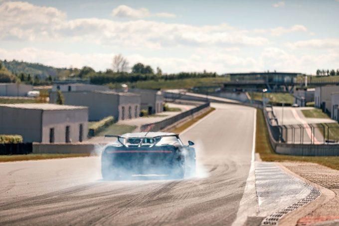 Bugatti Chiron Pur Sport testes på bane