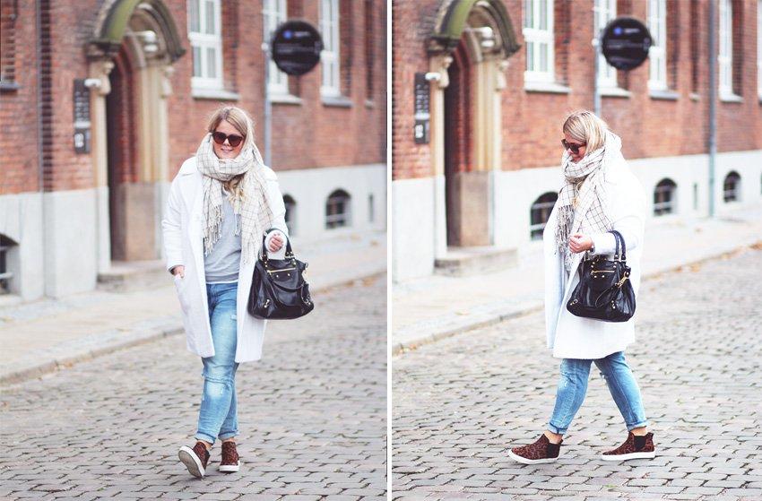 OUTFIT <i>- hvid frakke fra ASOS & girlfriend jeans</i>