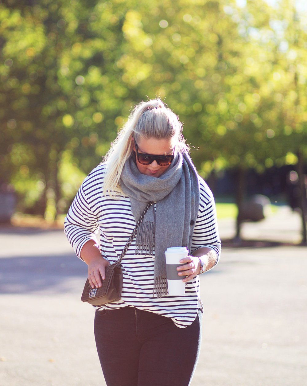OUTFIT - striber, solskin, gode jeans & rabatkode..