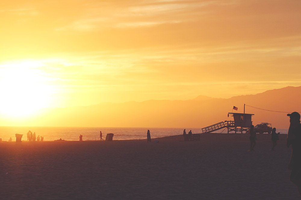 venice-beach-life-guard-tower-solnedgang