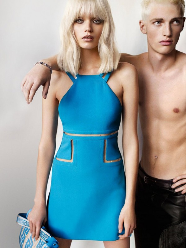 versace-campaign-Versace-Spring-2011-Campaign-Abbey-Lee-Kershaw-by-Mario-Testino-6-600x801