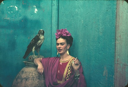Frida-Kahlo-and-parrot-1940-by-Nickolas-Muray-450x307