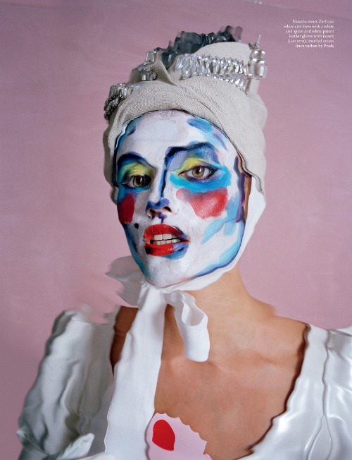 Isamaya likes to use products such as marbling paint and greasepaint. Here together with model Natasha Poly by Tim Walker.