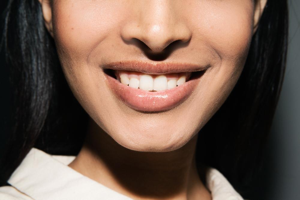 gold-lipgloss-shimmer-glitter-2
