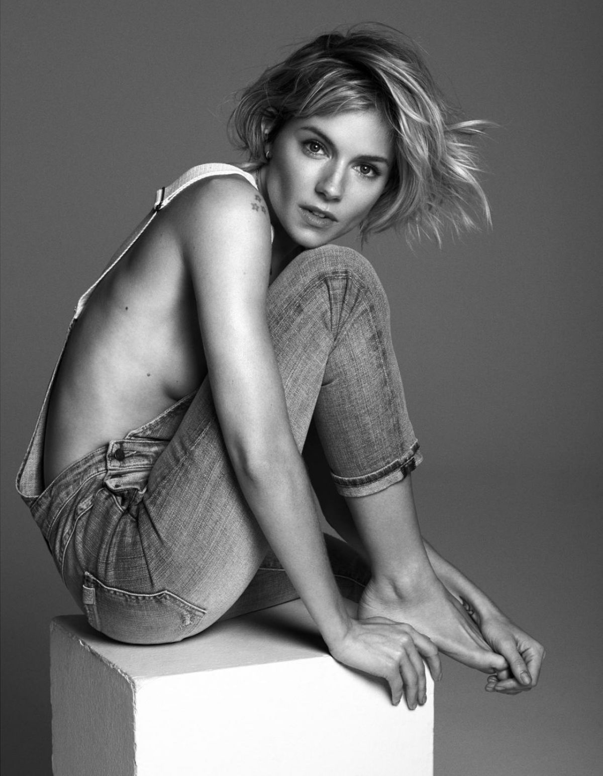 sienna-miller-in-observer-magazine-january-2015-issue_2