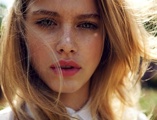 Summer-Beauty-Inspiration-Freckles-Lipstick-Pink-Lips-Elle-China-Editorial-Tiera-Dyck-Michelle-Du-Xuan