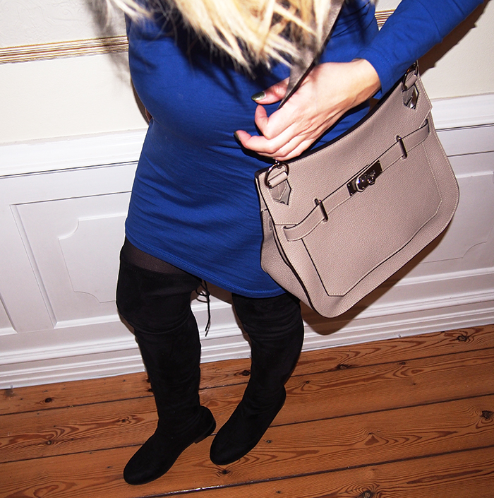 Blå kjole & lange støvler | Dagens outfit | Sarah Louise
