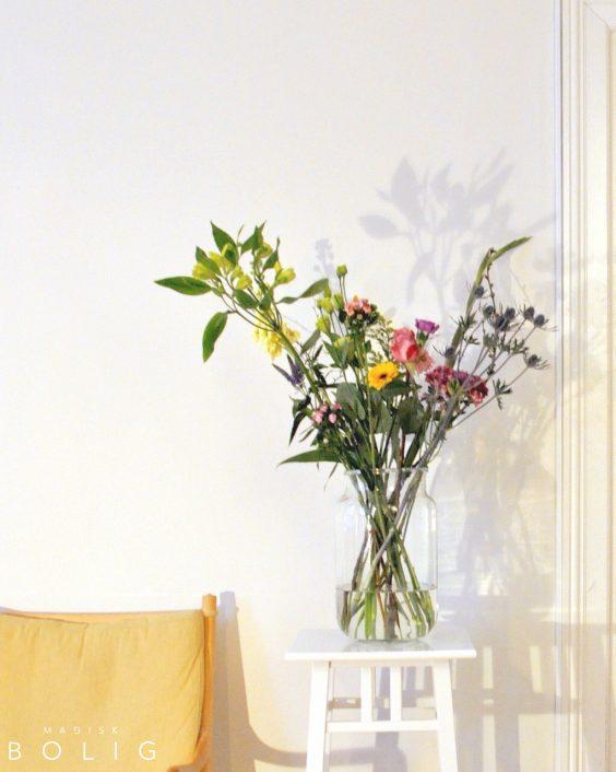 blomsterbuket-blomster-marie-kondo-konmari-lys-light-flowers-wanscher-colonial-chair-2