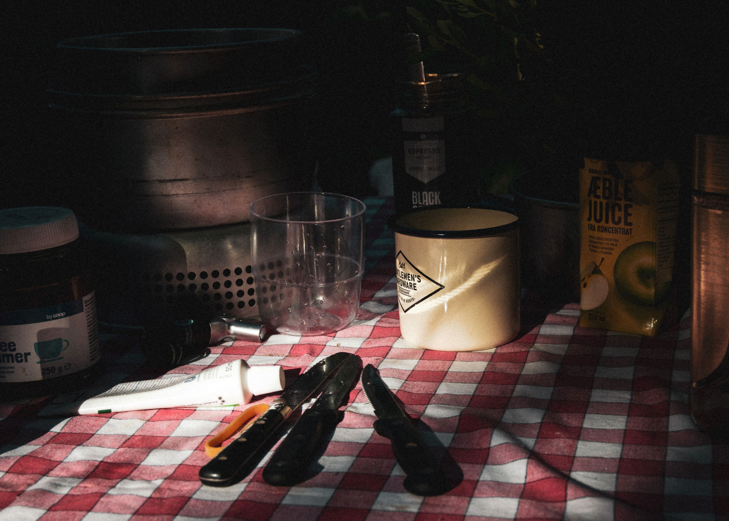 sunbeams, tincup, trangia, tablecloth, coffee, kaffe, outdoor coffee