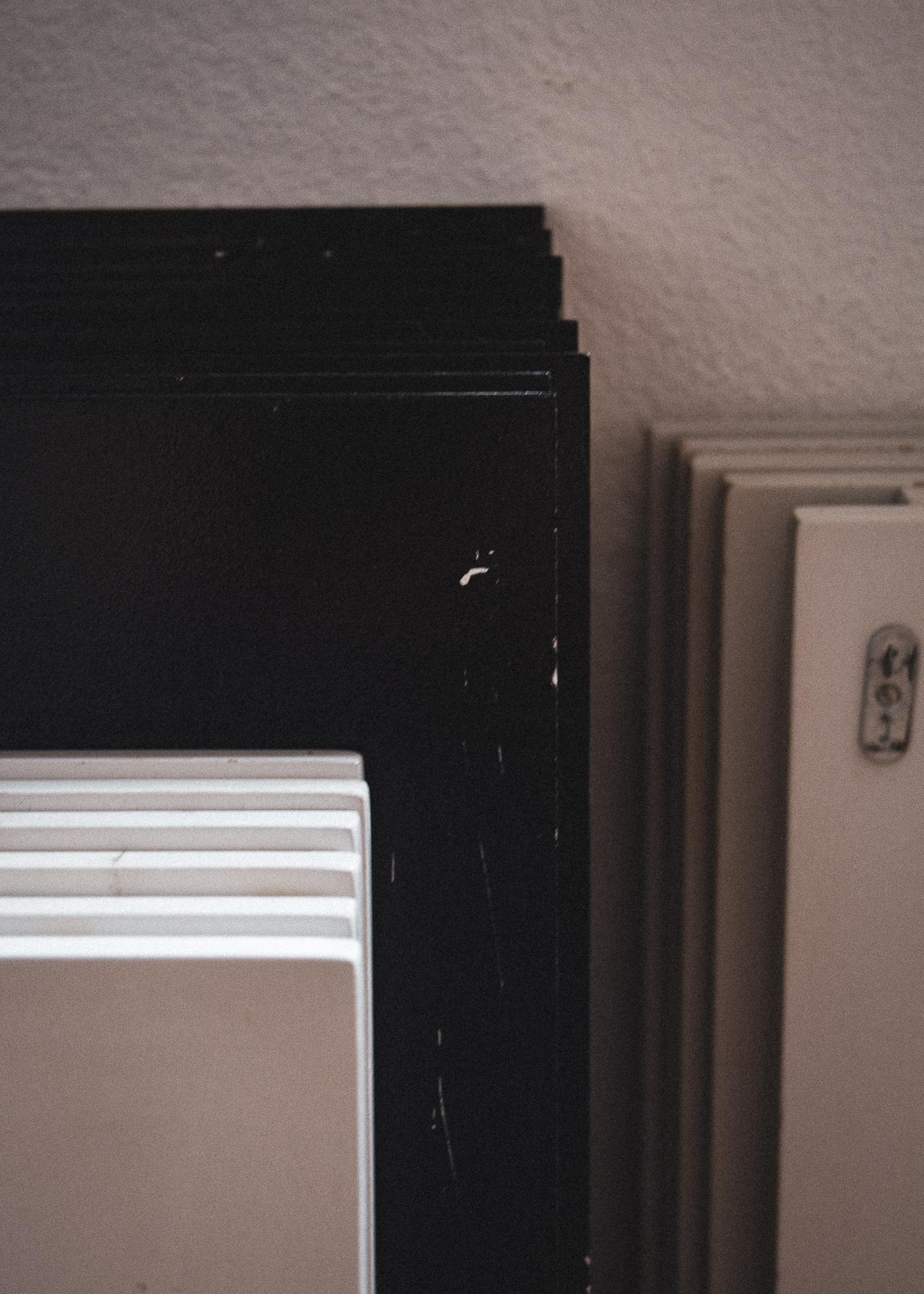 flytning, skabe, skabslåger, hylder, moving, closets, closetdoors, shelfs