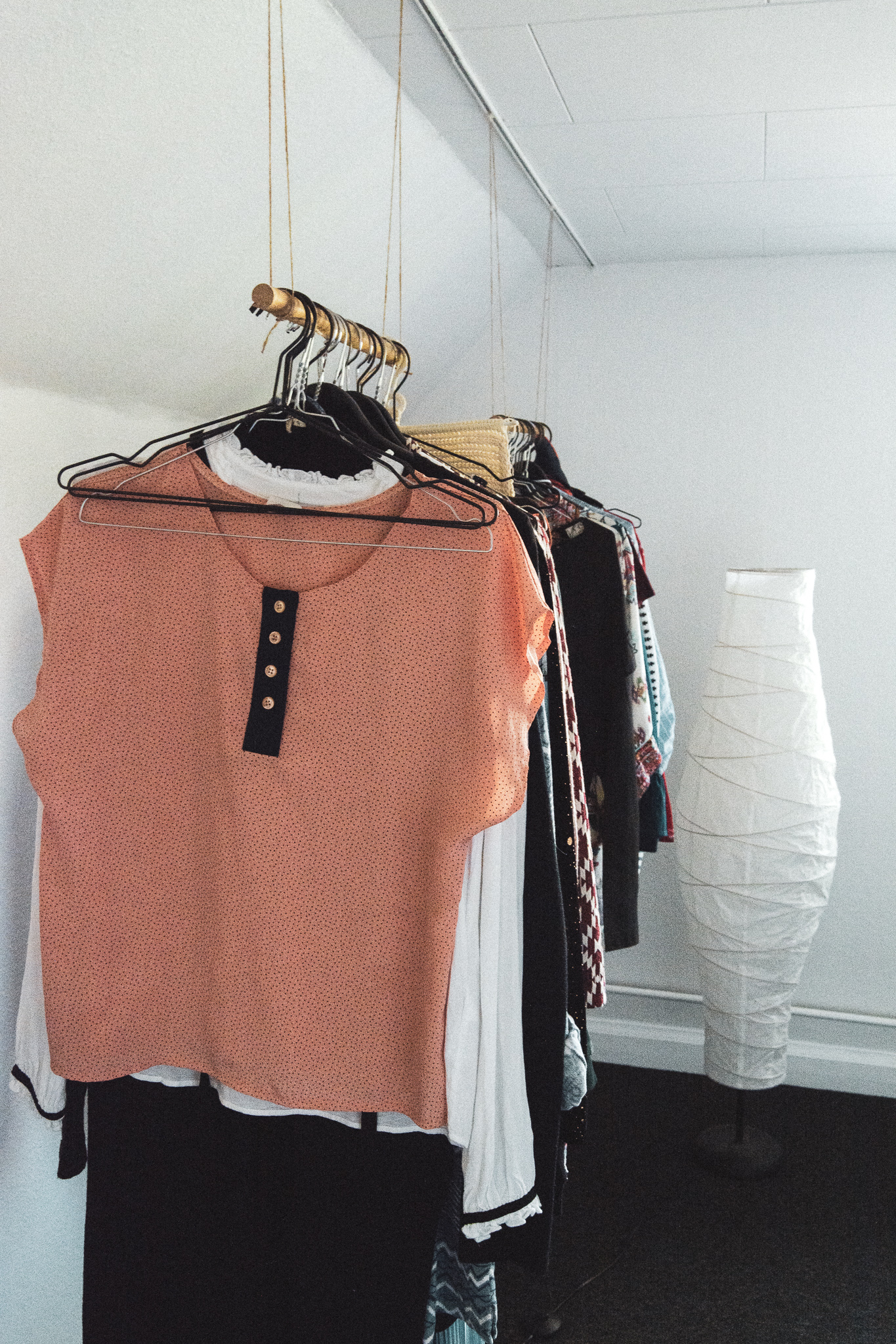 closet, wardrobe, clothes rack, skab, garderobe, tøjstang