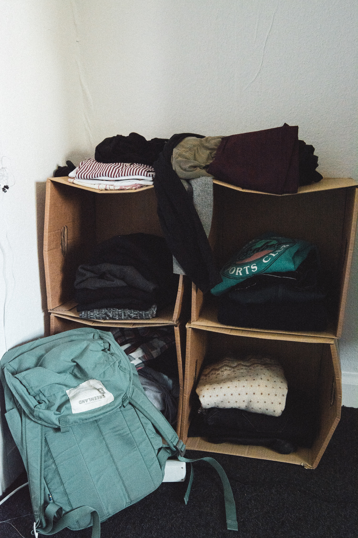 boxes, shelf, kasser, papkasser, reol, tøj, clothes, backpack, rygsæk, stories by holst