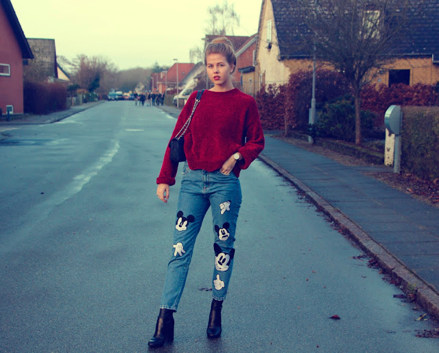 ModernGirldisneypantsredsweater12