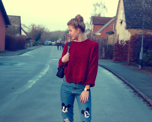 ModernGirldisneypantsredsweater13