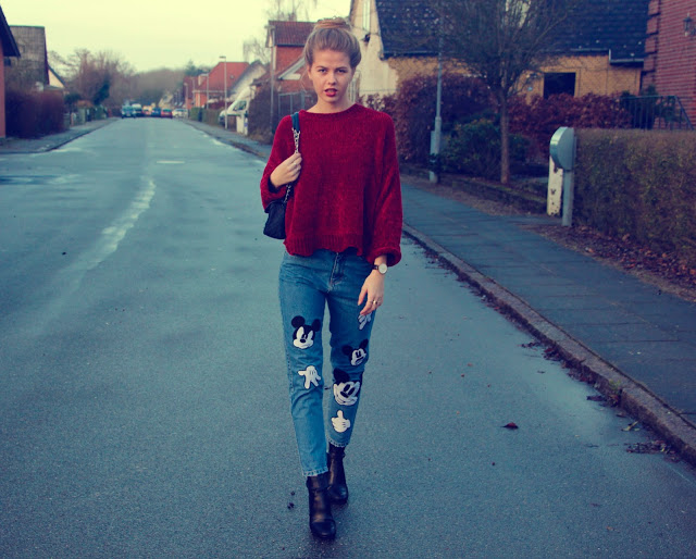 ModernGirldisneypantsredsweater15