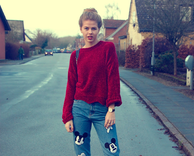 ModernGirldisneypantsredsweater6