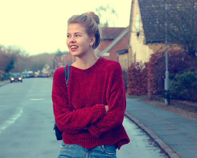 ModernGirldisneypantsredsweater7