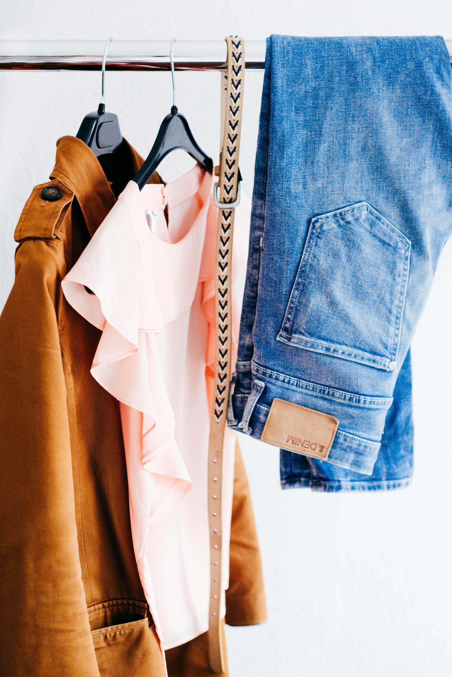 Billede af billigt tøj.